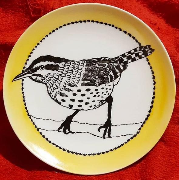 soraya pamplona – prato de porcelana pintada a mao – serie passarinhos