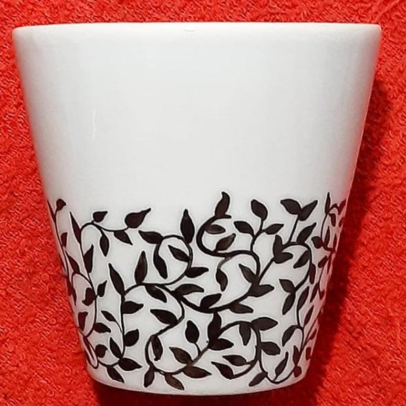 soraya pamplona – vasinho de porcelana pintada a mao – serie plantinhas
