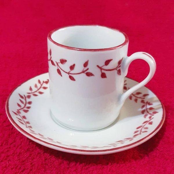 soraya-pamplona-porcelanas-pintadas-xicara-rosa-pink-folhagens-botanica